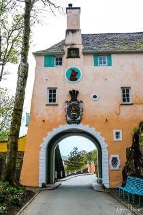 An archway passing through the pastel coloured Bridge House at Portmeirion Village